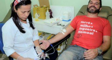 Camisa entregue aos doadores durante a campanha do Hemoal ressalta as festas juninasOlival Santos