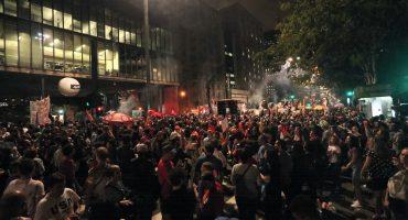 SÃO PAULO, 18h38: Manifestantes ocupam os dois sentidos da Avenida Paulista em protesto nesta sexta-feira (14) — Foto: Celso Tavares/G1